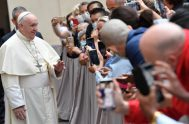 """23/09/2020 – El Papa Francisco invitó a aprender a soñar en grande """"buscando los ideales de justicia y de amor social que nacen…"""