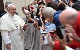 """23/09/2020 – El Papa Francisco invitó a aprender a soñar en grande """"buscando los ideales de justicia y de amor…"""