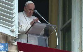 """26/10/2020 –El Papa Francisco destacó cuáles son los dos fundamentos esenciales que Jesús estableció """"para los creyentes de todos los…"""