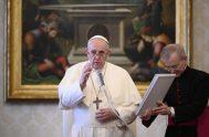 """04/11/2020 –El Papa Francisco invitó a redescubrir en el Evangelio a Jesucristo """"como maestro de oración"""" y a acudir a su escuela porque…"""
