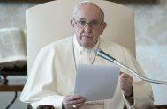 """02/12/2020 -El Papa Francisco advirtió que """"la raíz de la mansedumbre cristiana es la capacidad de sentirse bendecidos y de bendecir"""" por lo…"""
