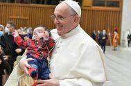22/12/2020 –El Papa Francisco se reunió con algunos empleados vaticanos y sus familias para las tradicionales felicitaciones navideñas a quienes afirmó que a…