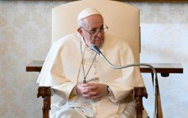 """20/01/2021 –El Papa Francisco pidió, una vez más, """"un mundo sin armas nucleares"""", y advirtió de que su empleo golpea…"""