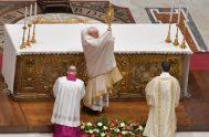 01/01/2021 –El cardenal Giovanni Battista Re, Decano del Colegio Cardenalicio, presidió la tarde del 31 de diciembre, el Te Deum para agradecer lo…