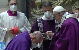 """17/02/2021 –Durante la celebración de la Misa en este Miércoles de Ceniza, el Papa Francisco recordó que """"la Cuaresma es…"""