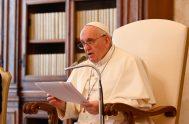 """31/03/2021 –El Papa Francisco aconsejó que en el Viernes Santo recordemos a los """"crucificados de hoy"""", entre ellos, a los """"corderos inmolados"""" como…"""