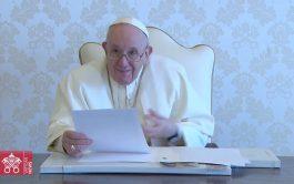 """16/04/2021 –El Papa Francisco ha enviado un video mensaje a los participantes de la conferencia internacional titulada """"A Politics Rooted…"""