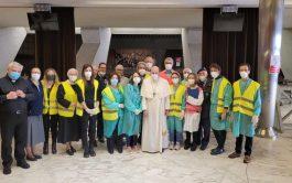02/04/2021 –En la mañana de este 2 de abril, Viernes Santo, el Papa Francisco visitó el centro de vacunación instalado…