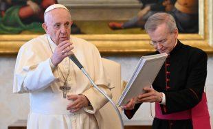 """14/04/2021 –Durante la audiencia general de este miércoles 14 de abril, el Papa Francisco destacó que la tarea esencial de la Iglesia es """"rezar y educar a rezar"""" y advirtió que cuando…"""