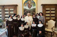 27/04/2021 –El Papa Francisco recibió en el Vaticano a un grupo de religiosas de clausura quienes hace unos años perdieron su Monasterio en…