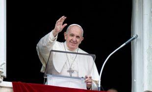10/05/2021 –El VI Domingo de Pascua, 9 de mayo, el Papa Francisco rezó la oración mariana del Regina Coeli asomado desde la ventana del Palacio Apostólico del Vaticano. Comentando el Evangelio dominical…