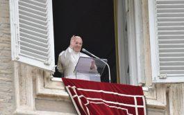 17/05/2021 –Antes de dirigir el rezo del Regina Coeli del séptimo Domingo de Pascua y solemnidad de la Ascensión del…