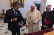 17/06/2021 –El presidente de la Junta de Galicia, Alberto Núñez Feijóo, invitó oficialmente al Papa Francisco a visitar Galicia y Santiago de Compostela.…