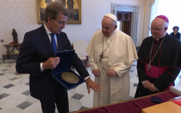 17/06/2021 –El presidente de la Junta de Galicia, Alberto Núñez Feijóo, invitó oficialmente al Papa Francisco a visitar Galicia y…