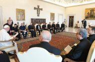 08/06/2021 – El Papa Francisco se reunió con un grupo de sacerdotes de la iglesia de San Luis de los Franceses, que agrupa…