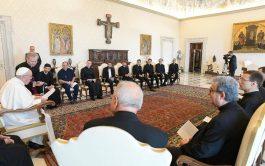 08/06/2021 – El Papa Francisco se reunió con un grupo de sacerdotes de la iglesia de San Luis de los…