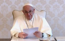 """24/06/2021 –El Papa Francisco envió un videomensaje a los servidores de """"Noche de caridad y del Hogar de Nazaret"""" de…"""