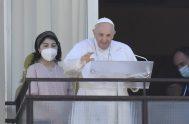 12/07/2021 –El Papa Francisco preside la oración mariana del Ángelus Domini desde la decima planta del Hospital Universitario Policlínico Agostino Gemelli de Roma.…