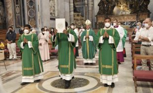 26/07/2021 –Más de 2.000 personas participaron, en la Basílica de San Pedro del Vaticano, de la misa…