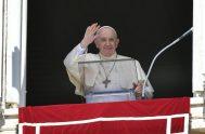 """30/08/2021 – Como cada domingo, el Papa Francisco rezó el Ángelus este 29 de agosto, pidiéndole a la Virgen María, """"que cambió la…"""