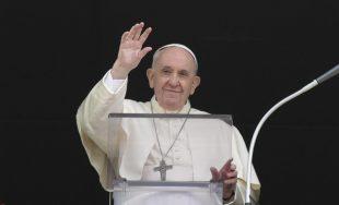 """27/09/2021 –El Papa Francisco advirtió que el diablo """"siempre insinúa sospechas para dividir y excluir"""" y explicó que la cerrazón dentro de la Iglesia es también fruto de la tentación del maligno.…"""