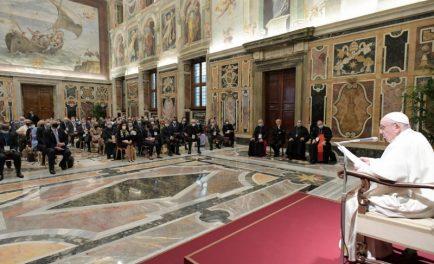 """28/09/2021 –Con más contundencia que nunca, el Papa Francisco rechazó y condenó el aborto y las Leyes que lo legalizan: """"¡Es un homicidio!"""", aseguró. Además, pidió a académicos, universidades y hospitales católicos…"""