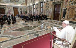 """15/10/2021 –El Papa Francisco volvió a rechazar el aborto, que volvió a definir como """"un homicidio"""" del que """"no es…"""