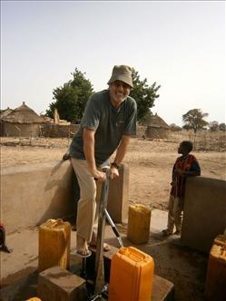El sacerdote cordobés busca inculturar el Evangelio en República del Níger.