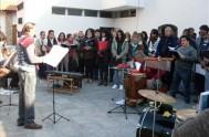 11/09/2013 - El coro de la beatificación ensaya los cantos y la música del evento previsto para este sábado. Coordinados por la Hermana…
