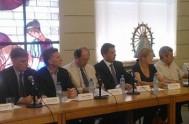 20/12/2013 - Líderes de los principales partidos de la oposición firmaron un acta promovida por los obispos católicos, en la que se comprometieron…