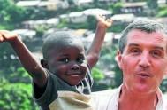 31/10/2014 – Un misionero argentino es el principal responsable de la recepción y cuidado de los niños que quedaron huérfanos a causa del…