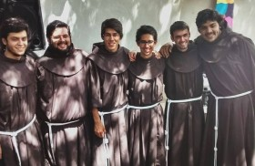 24/04/2015 - Los obispos argentinos reunidos en la 109° Asamblea Plenaria del Episcopado quisieron dirijirse a todos los consagrados a través de una carta. Allí les agradecen por su servicio a la…