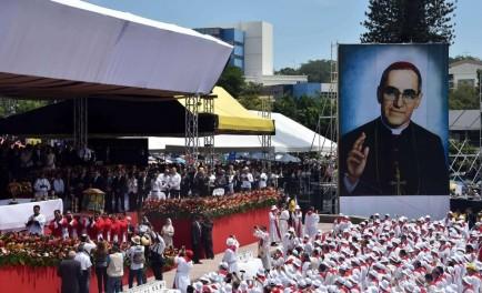26/05/2015 - El sábado 23 de mayo, se llevó adelante la tan esperada beatificación del obispo Monseñor Romero en medio de una profunda alegría.A la ceremonia de beatificación, que comenzó a las…
