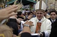 07/08/2015 – En la fiestade San Cayetano recordamos al Cardenal Bergoglio que recorría durante horas la extensa cola que hacen los peregrinos cada…