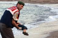 03/09/2015 – La imagen de un niño de 3 años muerto en una playa ha retratado el drama de los refugiados que buscan…