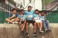 13/11/2015 – Niños y jóvenes de la Villa 1-11-14 se vieron sorprendidos cuando elex futbolista del Real Madrid, Manchester United y el seleccionado…
