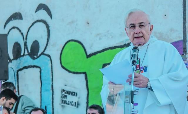 24/05/2016 - El Arzobispo de Córdoba presidió ayer una misa acompañado por el clero de la Arquidiócesis y vecinos de los Barrios Müller, Maldonado y alrededores del cementerio San Vicente en Córdoba,…