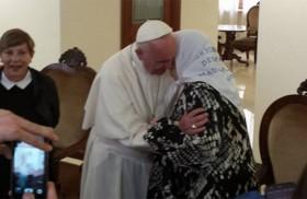 30/05/2016 - El viernes 27 de mayoel papa Francisco recibió a latitular de las Madres de la Plaza de Mayo, Hebe de Bonafini, en una reunión privada en Santa Marta, la residencia…