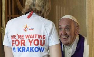 30/07/2016 - En la mañana de hoy, el Papa Francisco visitó el Santuario de la Misericordia. Allí rezó en silencio frente a la tumba de Sor Faustina Kowalska y al cuadro de…