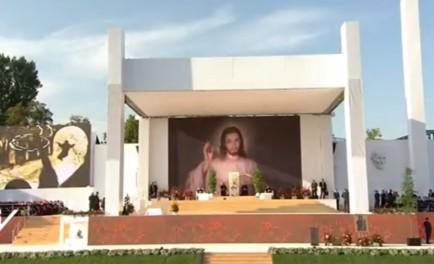 29/07/2016 -El Papa acompañó a los jóvenes en un Vía Crucis multitudinario en el Jordan Park de Cracovia.En cada estación se reflexionará sobre las heridas que sufren los jóvenes en la actualidad.Al…
