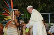 """19/01/2018 – El Papa Franscisco quiso encontrarse con los pueblos amazónicosen Puerto Maldonado – Perú. """"Veo que han venido de los diferentes pueblos…"""