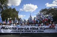 """26/03/2018 – Millones de argentinos que rechazan la despenalización del aborto marcharon """"por la vida"""" el pasado 25 de marzo, """"Día del Niño…"""
