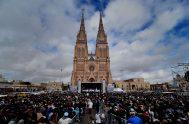 10/07/2018 – Miles de personas participaron el domingo 8 de julio en la misa por la vida en la explanada de la Basílica…
