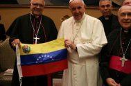 El papa Francisco y el cardenal venezolano Baltazar Porras, con la bandera de Venezuela.  Presentamos un artículo del teólogo venezolano Rafael Luciani…