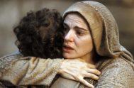 Y quizá tomando esta misma escena de Juan en donde Jesús nos entrega a su madre, puede servirnos también aquella escena donde Jesús…