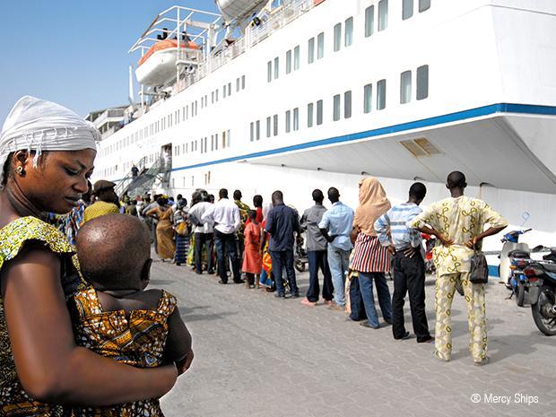 África Mercy, el barco hospital - RM Joven