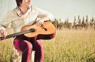 """Nahuel Pennisi es un cantautor argentino de 26 años, no vidente quien en su perfil de la red social de facebook dice """"Siento…"""