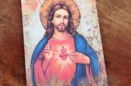 Santa Margarita María fue la sencilla monja que, a los 25 años mientras estaba en adoración ante el Santísimo Sacramento, tuvo la…