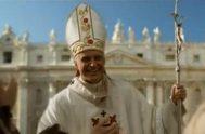 """Nosotros fuimos testigos, al menos, de los últimos años de su fructifero pontificiado. El """"Papa Grande"""", el """"Papa viajero"""", el que amó profundamente…"""