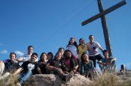 """En la cruz está la vida y el consuelo, y ella sola es el camino para el cielo. En la cruz está """"el…"""